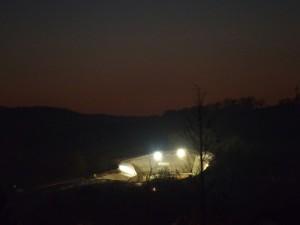 Bis nach Einbruch der Dunkelheit wird an der Baustelle Trimbergtunnel gearbeitet